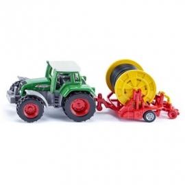 SIKU Super - Traktor mit Bewässerungshaspel