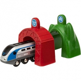 BRIO Bahn - Smart Tech Zug mit Action Tunnels