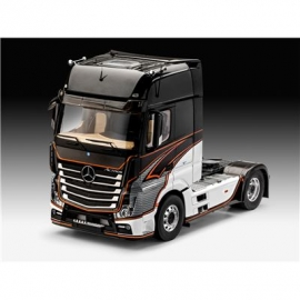 Revell - Mercedes-Benz Actros MP4